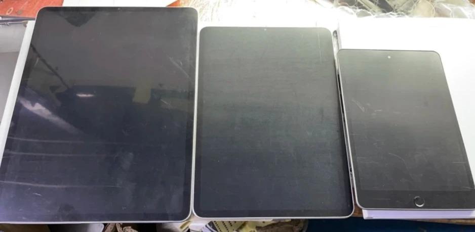 Mô hình hai mẫu iPad Pro và iPad mini cho thấy sản phẩm không thay đổi về thiết kế. Ảnh:Phonearena.