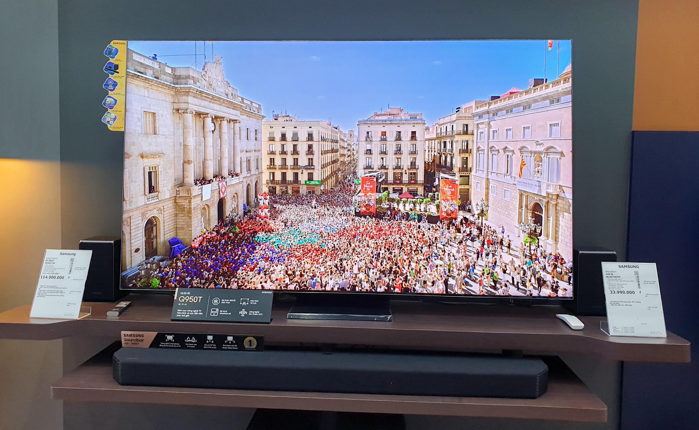 Một mẫu TV 8K của Samsung đang được bán tại Việt Nam. Ảnh: Bảo Lâm.