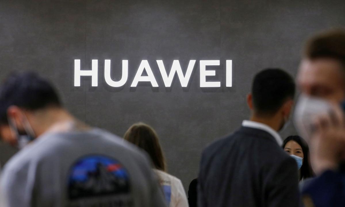 Logo Huawei tại triển lãm hàng điện tử tiêu dùng IFA ở Đức năm 2020. Ảnh: Reuters.