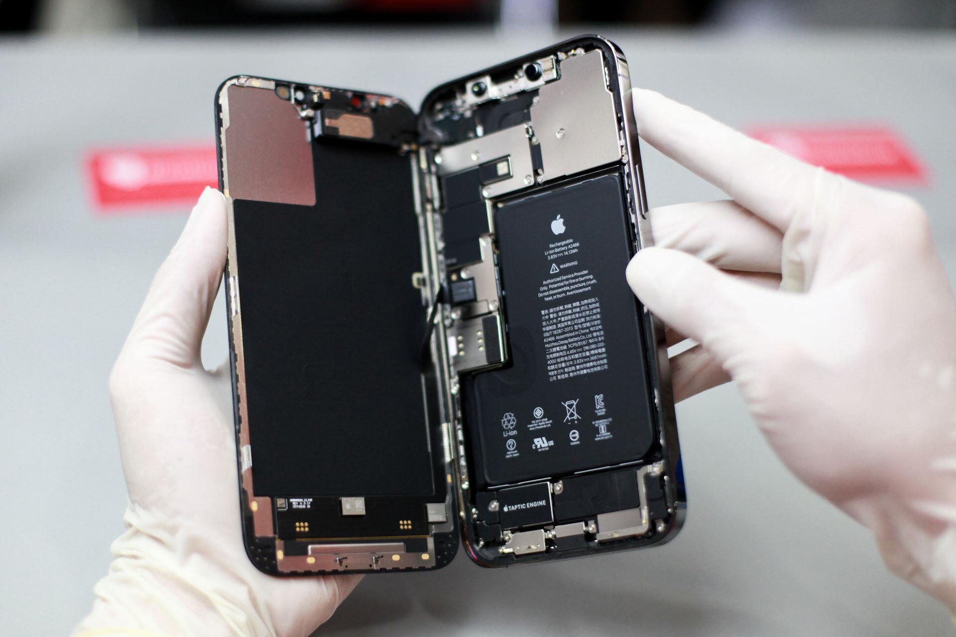 Apple cho phép các Trung tâm bảo hành có thể sửa chữa, thay thế nhanh chi tiết bị hư cho người dùng iPhone thay vì đổi mới 1-1 như trước đây.