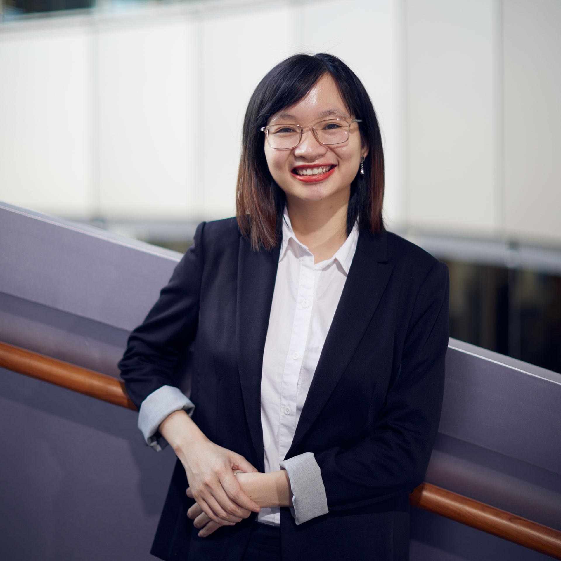 Trần Thị Hồng Vân, sinh năm 1991, Giám đốc Đại diện công ty AvePoint global tại Việt Nam.