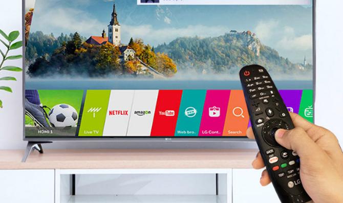 Các Smart TV hỗ trợ tìm kiếm giọng nói tiếng Việt đều có thể tích hợp  microphone trên điều khiển.