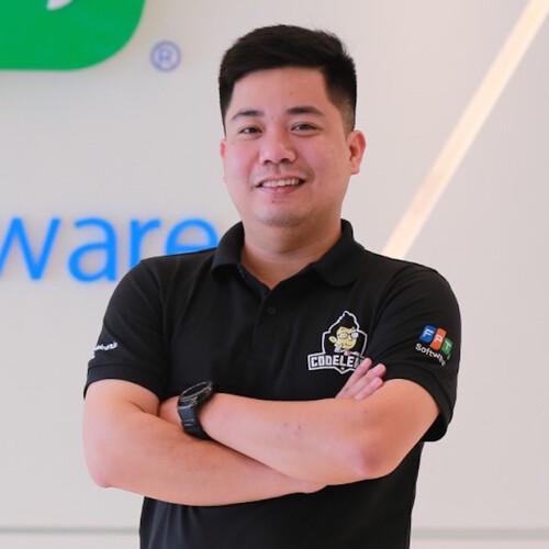 Cao Văn Việt là nhà sáng lập của nền tảng học lập trình CodeLearn.