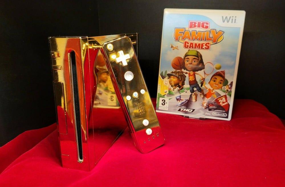 Phiên bản Nintendo Wii mạ vàng được gửi đến Nữ hoàng Anh. Ảnh: Donny Fillerup.
