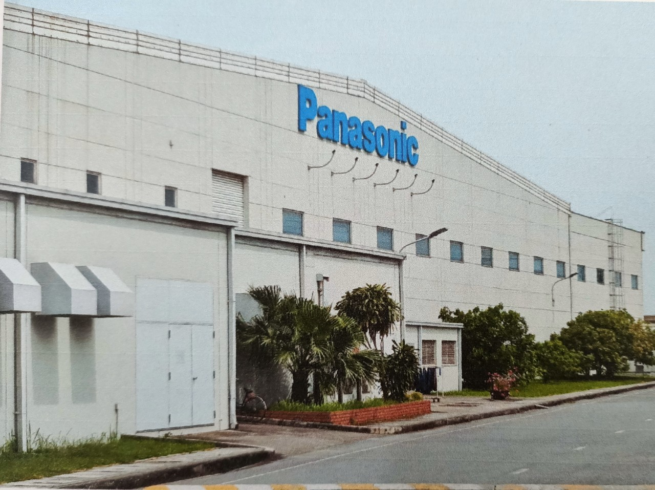 Panasonic sẽ ngừng sản xuất TV giá rẻ tại nhà máy Việt Nam để cắt giảm thua lỗ. Ảnh: Panasonic.