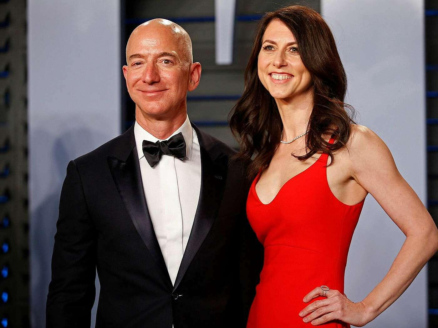 Jeff Bezos và vỡ cũ MacKenzie Bezos tại Tiệc trao giải Oscar 2018. Ảnh: Reuters.