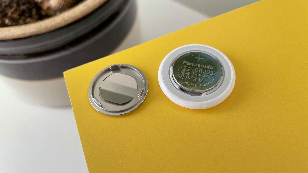 Pin trong AirTag được cho có thể gây nguy hiểm cho trẻ em. Ảnh: 9to5Mac