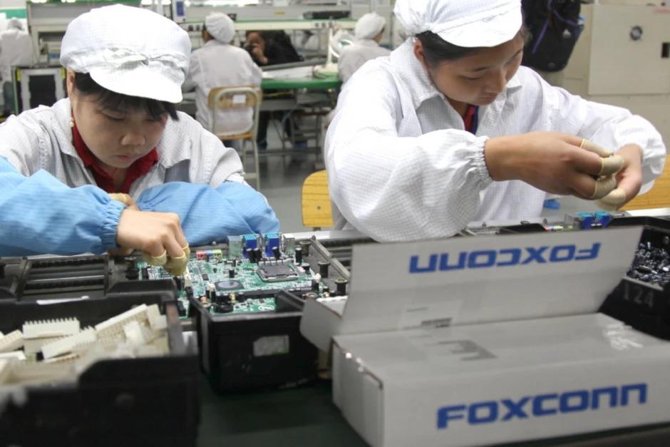 Công tại nhả máy Foxconn. Ảnh: PhoneArena.