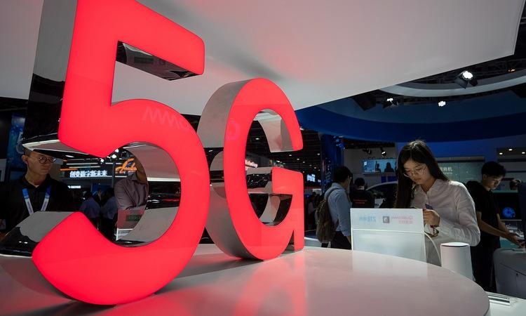 Quảng cáo 5G tại một hội chợ công nghệ ở Trung Quốc hồi năm 2019. Ảnh: AFP.