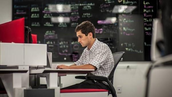 Kỹ sư khoa học dữ liệu tại Red Owl Analytics. Ảnh: Washington Post.