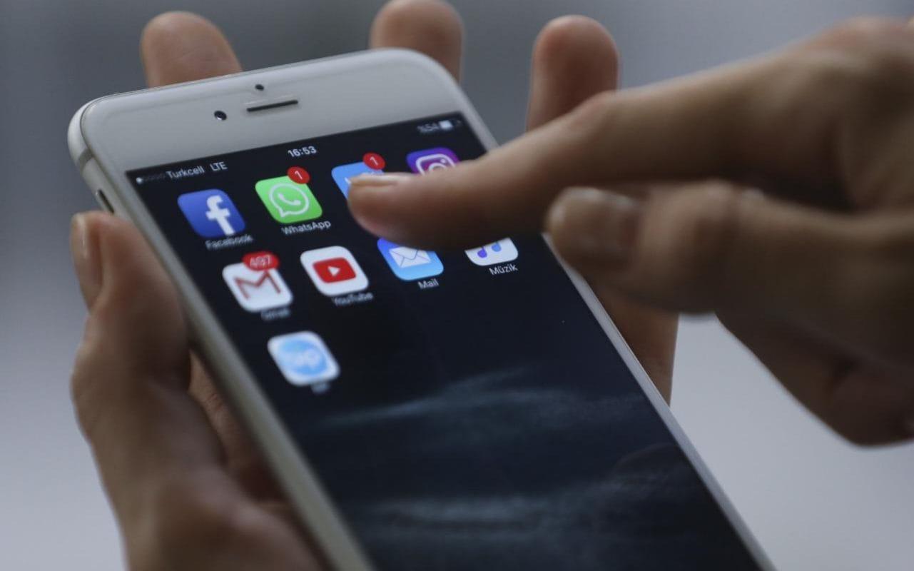 Kỹ thuật viên Apple tự ý đăng ảnh nhạy cảm của khách
