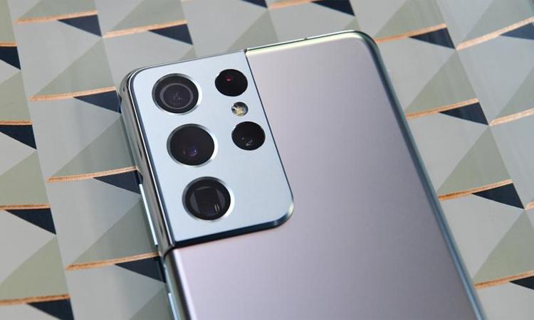 Dòng Galaxy S21 sẽ có bản cập nhật phần mềm sữa lỗi cho camera. Ảnh: Forbes