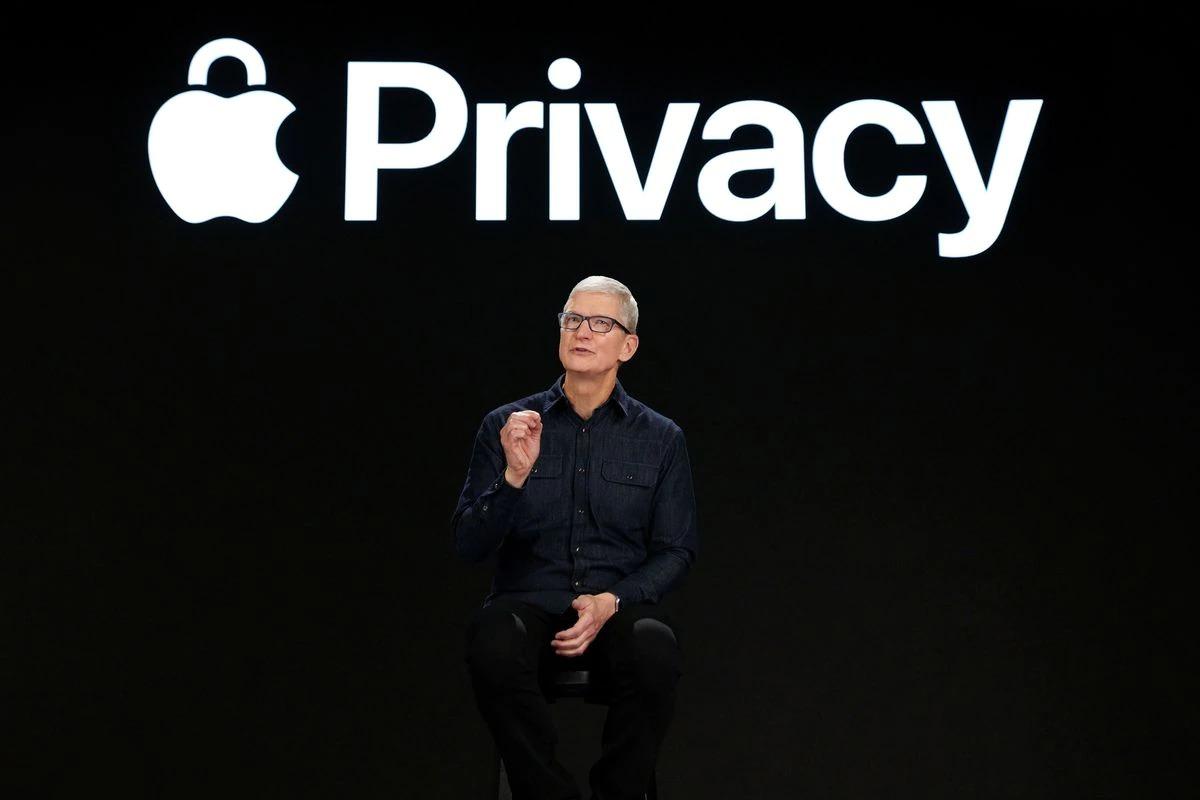 Tim Cook nói về các biện pháp mới bảo vệ quyền riêng tư của người dùng tại WWDC 2021. Ảnh: Reuters.