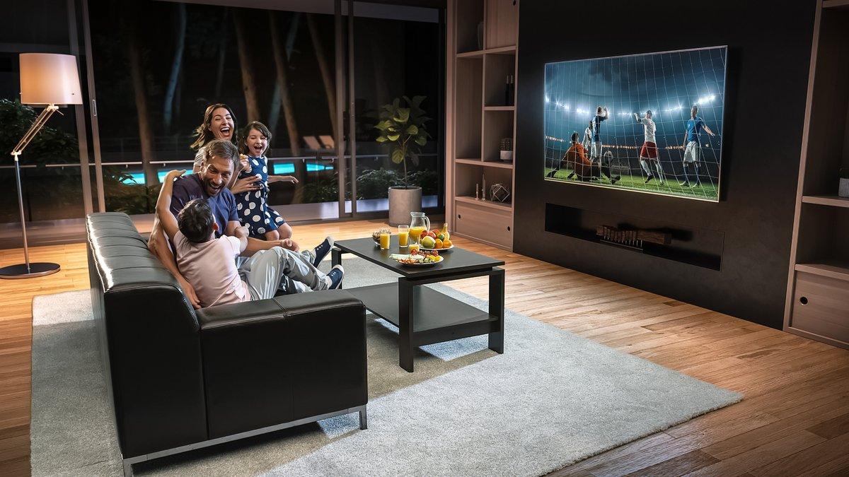 TV kích thước lớn với tính năng xem đa màn hình giúp bạn có trải nghiệm tốt khi xem các trận đấu Euro.