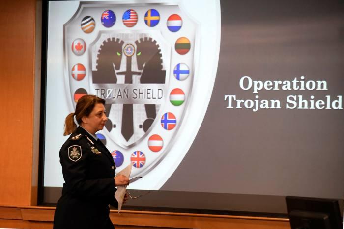 Buổi công bố chiến dịch Trojan Shield của FBI. Ảnh: AFP.