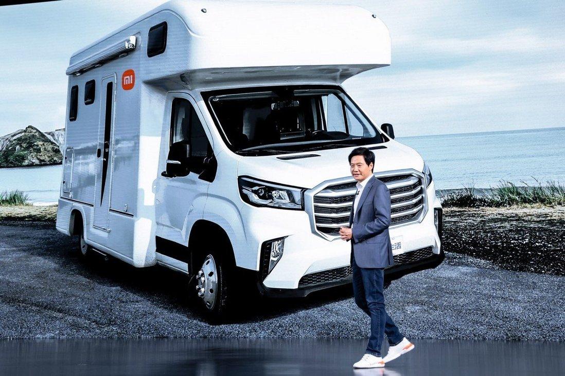 CEO Xiaomi Lei Jun trong một sự kiện về ô tô hồi tháng 3/2021. Ảnh: EPA-EFE.