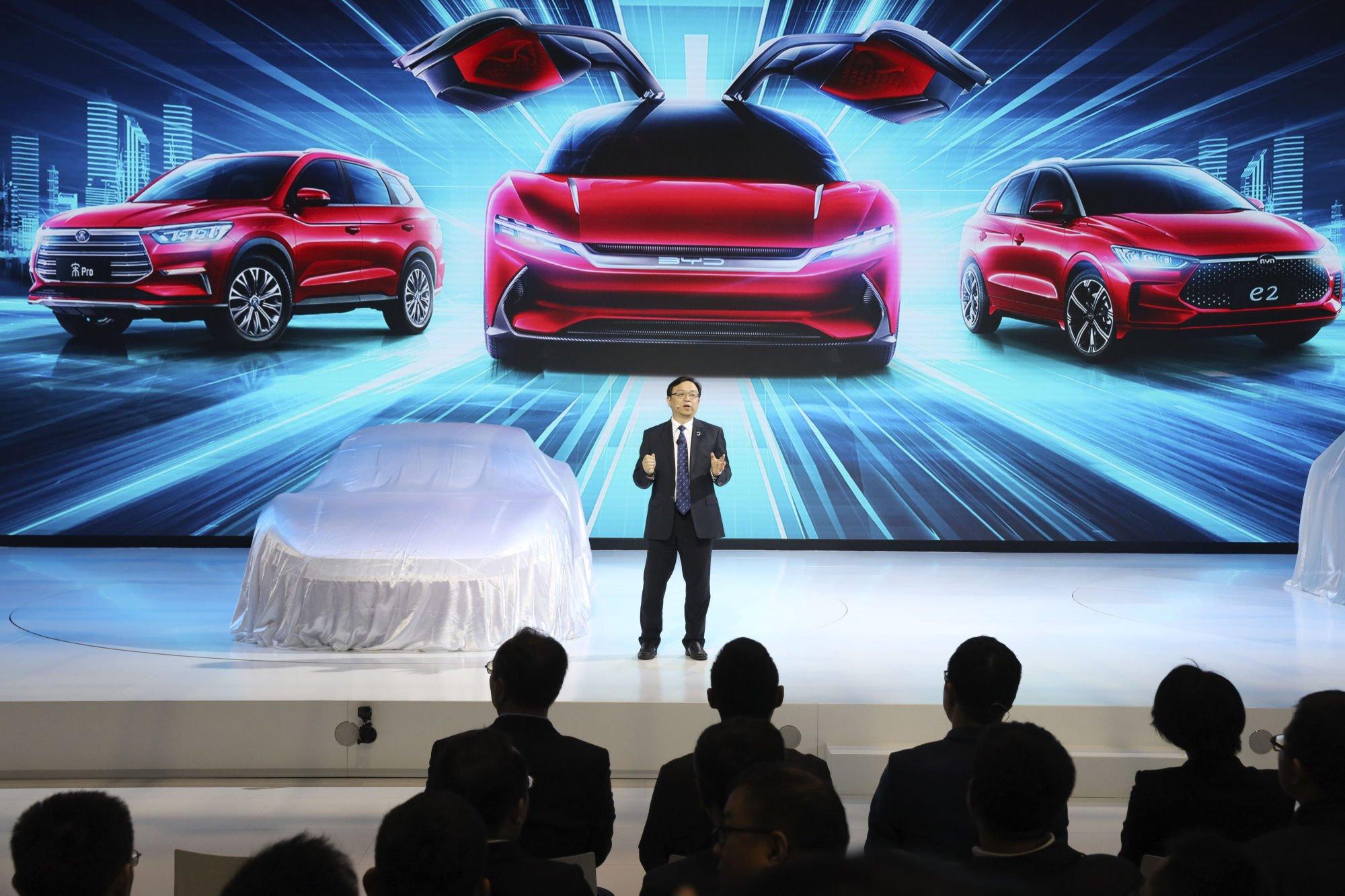 Wang Chuanfu trong một sự kiện ô tô ở Thượng Hải. Ảnh: AP.