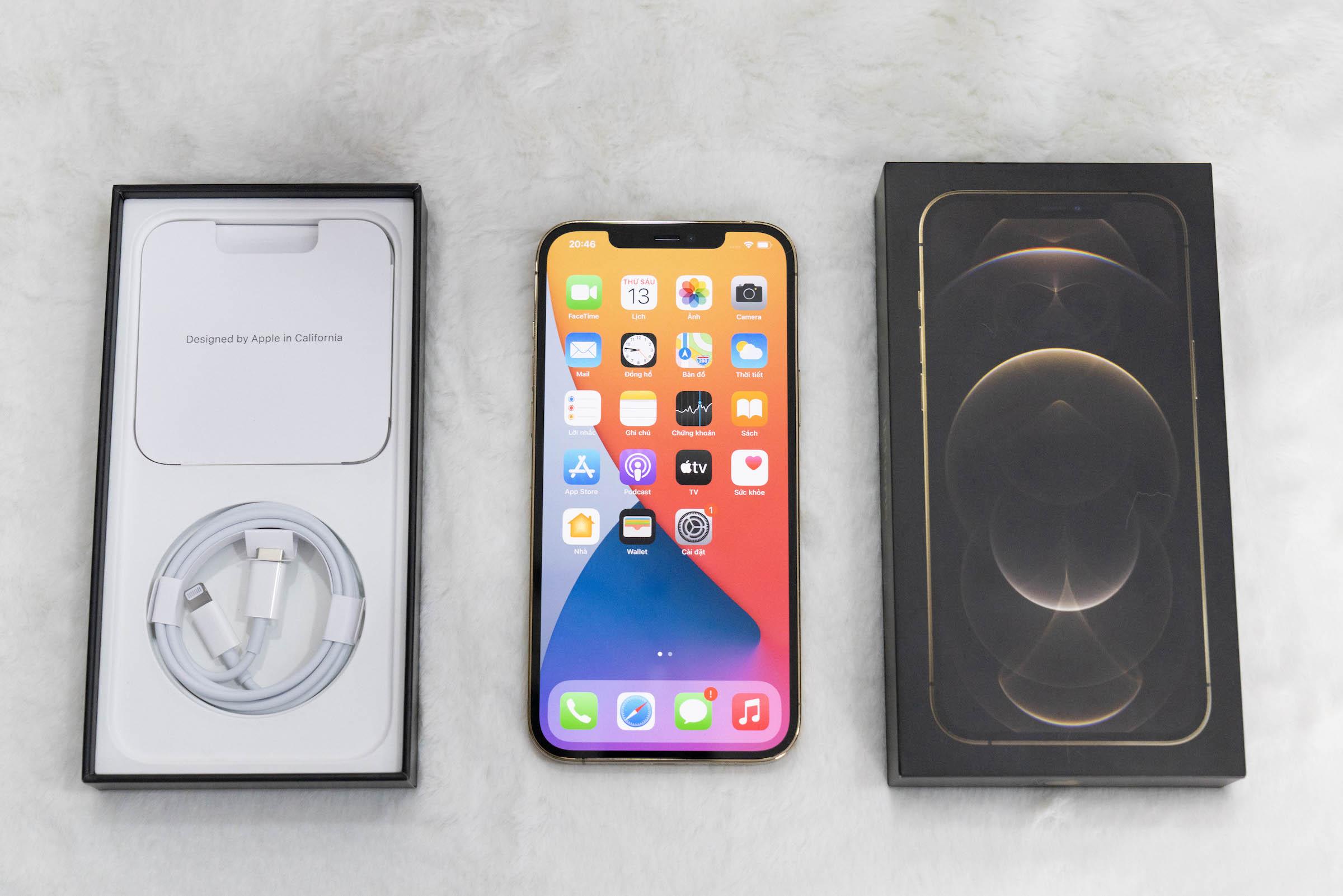 iPhone 12 Pro Max. Ảnh: Huy Đức