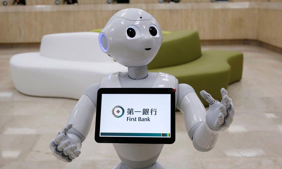 Một robot Pepper của ngân hàng First Bank. Ảnh: Reuters.