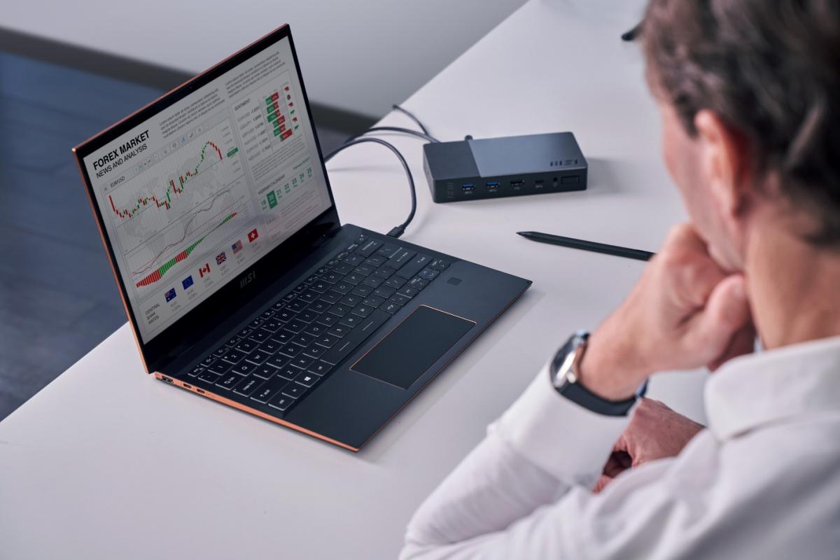Máy tính xách tay MSI Summit có thiết kế đẹp, hướng đến khách hàng doanh nhân, chuyên gia.