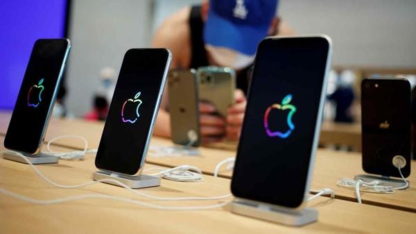 Apple sẽ trang bị 5G cho dòng sản phẩm iPhone năm tới để thúc đẩy doanh số. Ảnh: Reuters.