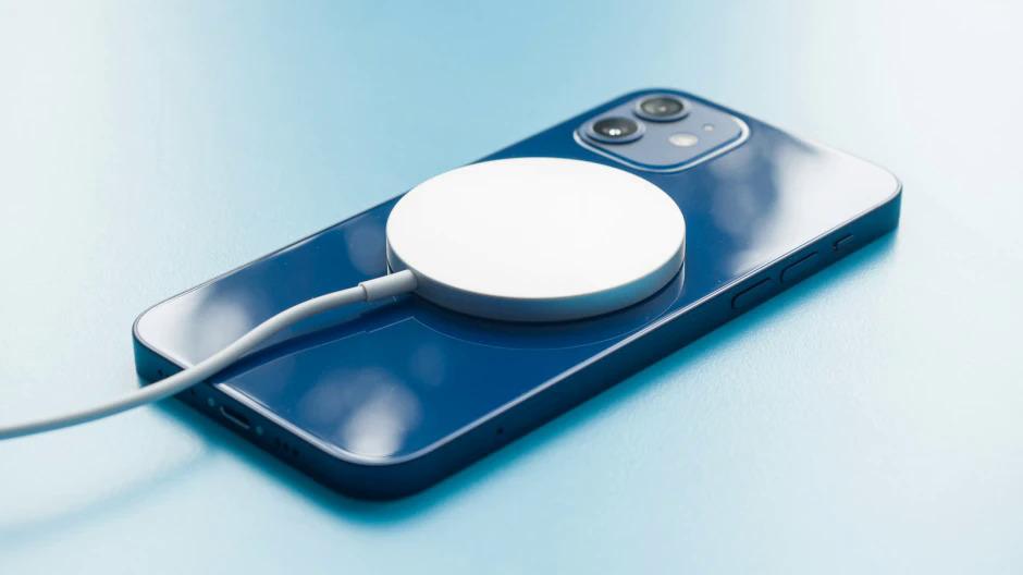Loạt iPhone 13 sẽ được nâng cấp về tốc độ sạc. Ảnh: Phonearena.