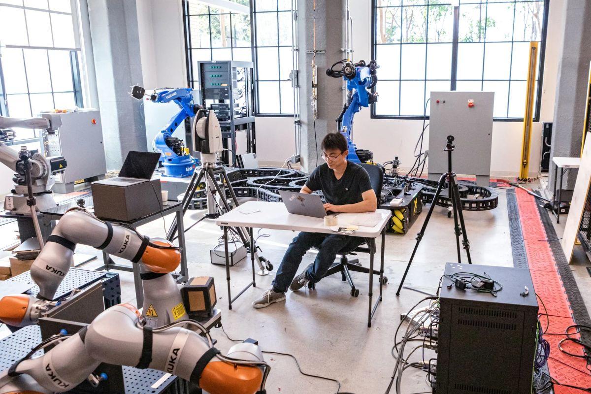 Sau 5 năm ấp ủ công nghệ, công ty chuyên về phần mềm robot của Google - Intrinsic vừa chính thức được ra mắt. Ảnh: Gramazio Kohler.