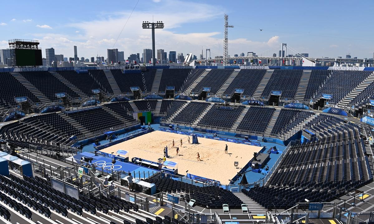 Một trận đấu bóng chuyền không khán giả tại Olympic Tokyo 2020. Tuy nhiên, người hâm mộ vẫn có thể trải nghiệm trận đấu qua video được ghi bởi hàng chục camera xung quanh. Ảnh: VCG.