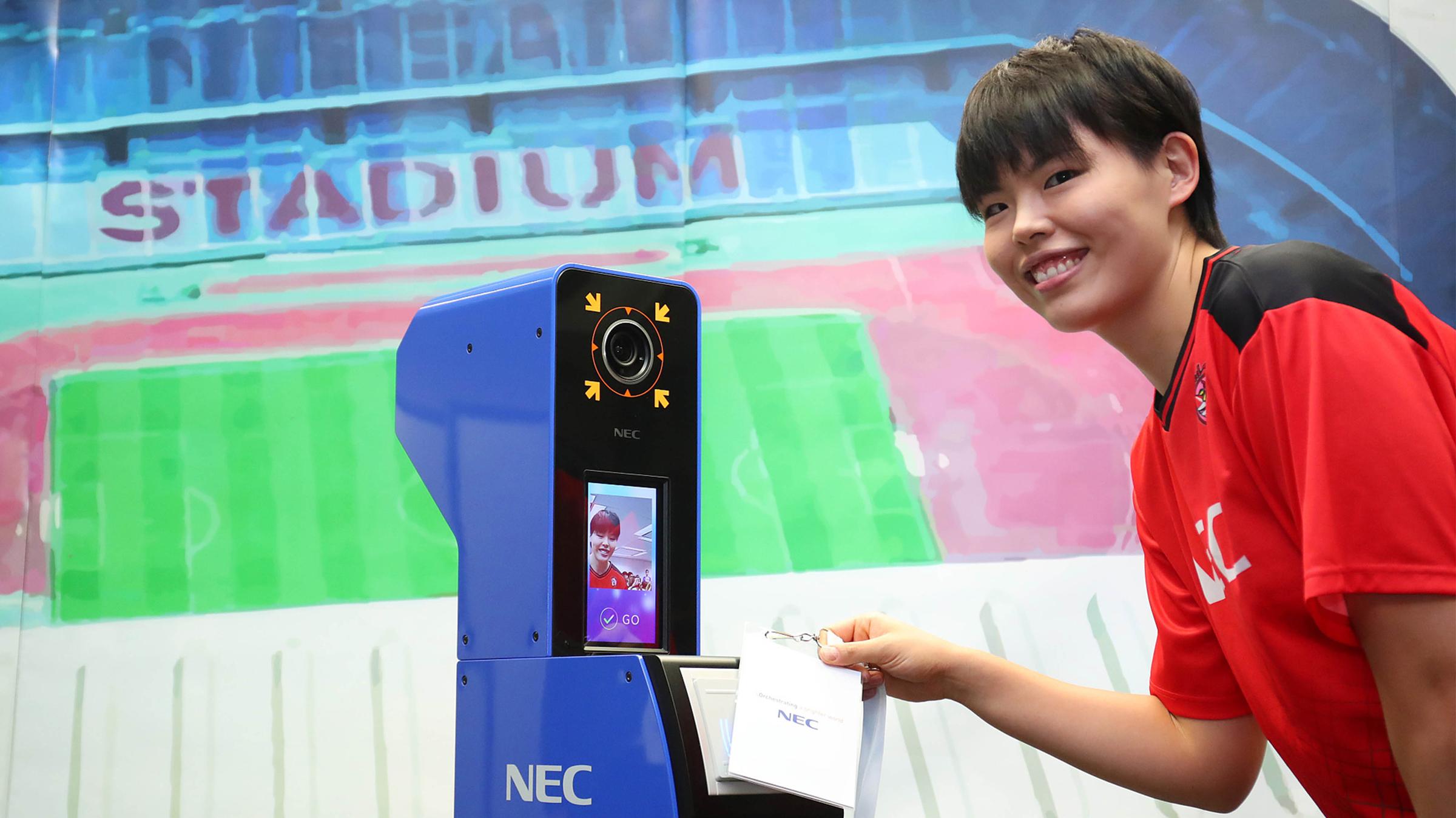 Olympic Tokyo 2020 dùng hệ thống nhận diện khuôn mặt của NEC cho các vận động viên. Thiết bị này sẽ được đặt tại 40 địa điểm, bao gồm cả trung tâm truyền thông và Làng vận động viên. Ảnh: Reuters.