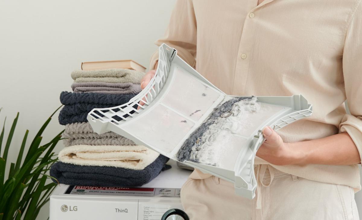 Bộ lọc xơ kép hỗ trợ loại bỏ xơ vải và các tạp vật.