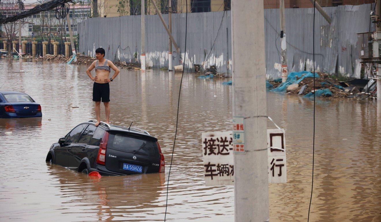 Lũ lụt lịch sử tại Trịnh Châu khiến hàng chục người thiệt mạng. Ảnh: Reuters.