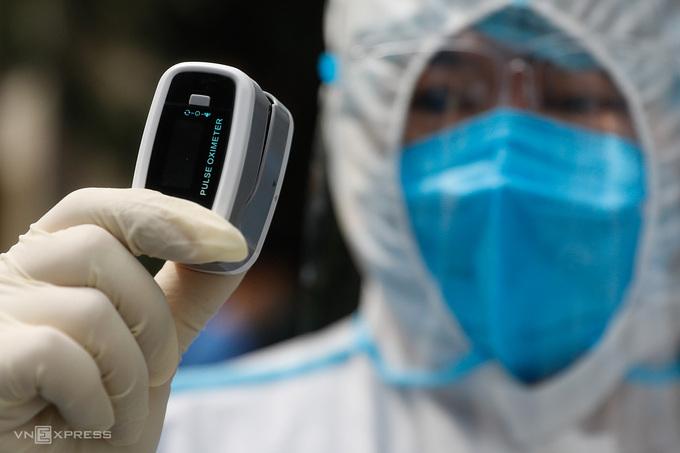 Một mẫu máy đo nồng độ oxy trong máu SpO2. Ảnh: Hữu Khoa