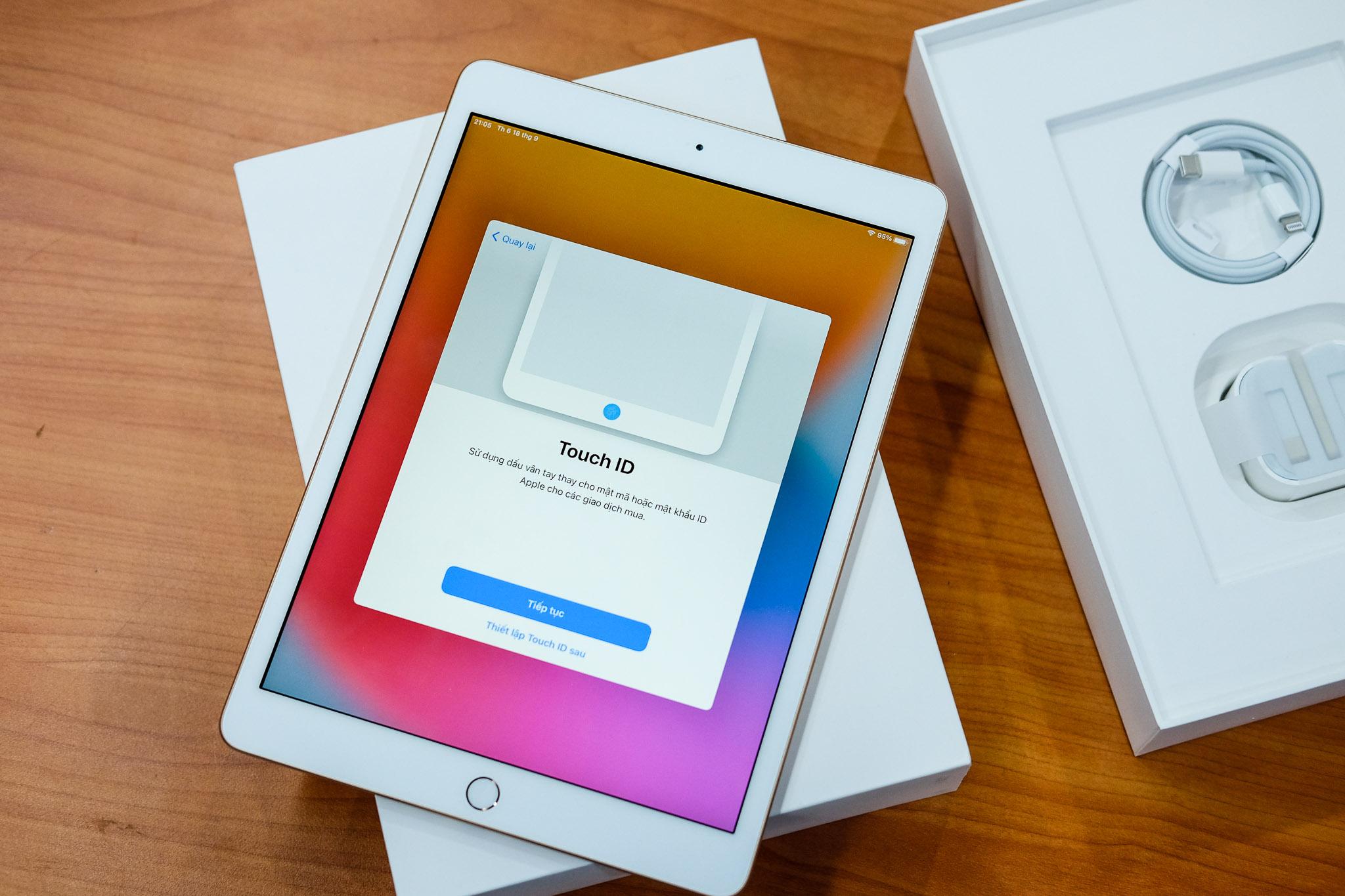 iPad Gen 8 có màn hình 10,2 inch, ra mắt vào tháng 9/2020. Ảnh: Tuấn Anh