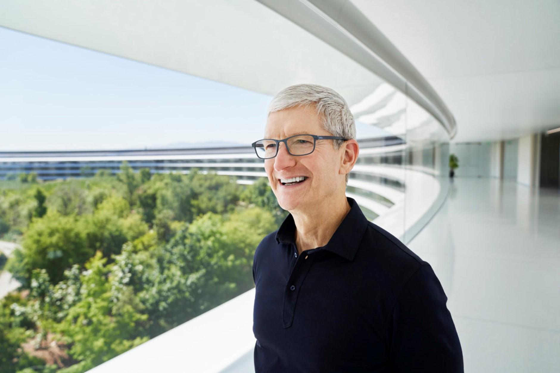 CEO Tim Cook tại trụ sở Apple Park. Ảnh: AFR