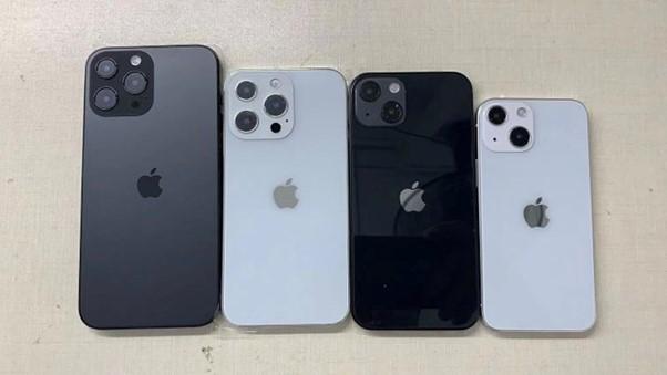Ảnh mô hình các phiên bản iPhone 13. Ảnh: Sonny Dickson