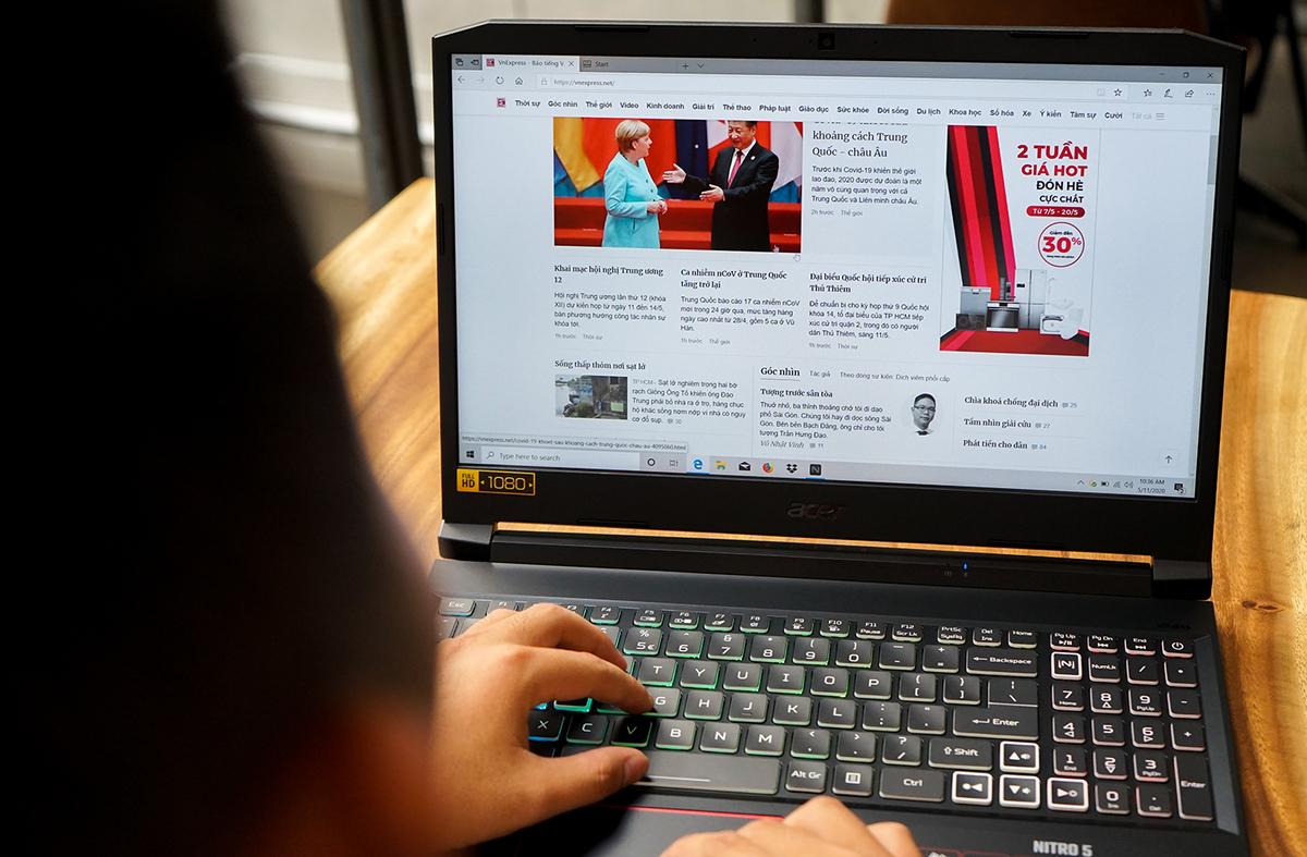 Nhu cầu về học online và làm việc từ xa là lý do khiến doanh số laptop tăng mạnh thời gian gần đây. Ảnh: Bảo Lâm