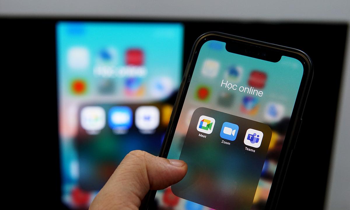 Nhiều smartphone có thể truyền hình ảnh lên TV qua kết nối không dây. Ảnh: Lưu Quý