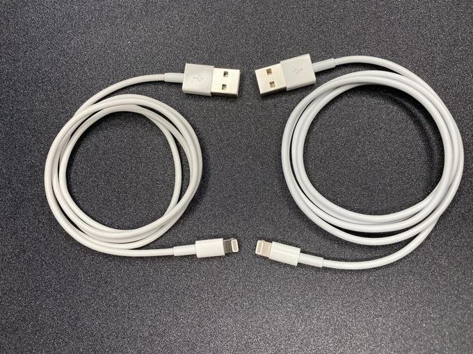 Cáp O.MG (bên trái) gần như không có sự khác biệt so với cáp Lightning của Apple. Ảnh: MG.