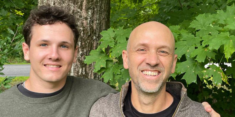 Hai cha con Charlie (trái) và Chris Brooks. Ảnh: Crypto Asset Recovery