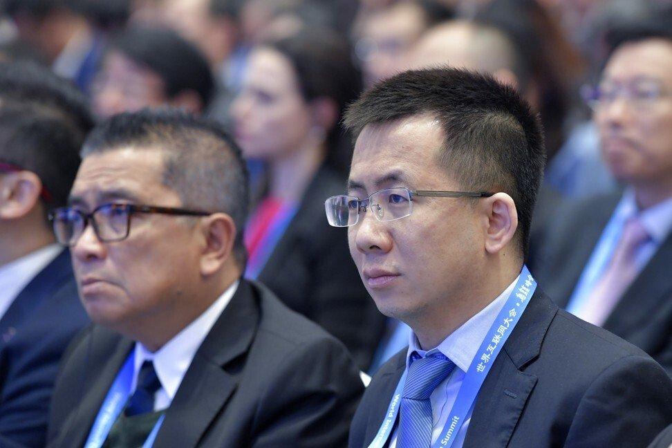 Zhang Yiming (phải) tham dự lễ khai mạc Hội nghị Internet Thế giới lần thứ 5 ở Wuzhen, tỉnh Chiết Giang, năm 2018. Ảnh: AP