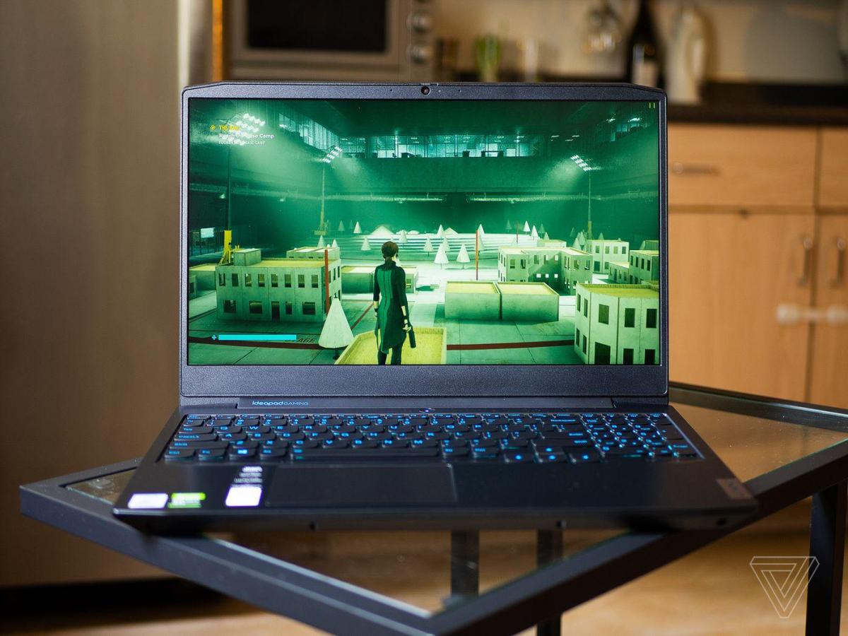 Máy sở hữu màn hình 120 Hz mượt mà, giúp game thủ nhìn rõ mục tiêu trong những trận bắn súng.