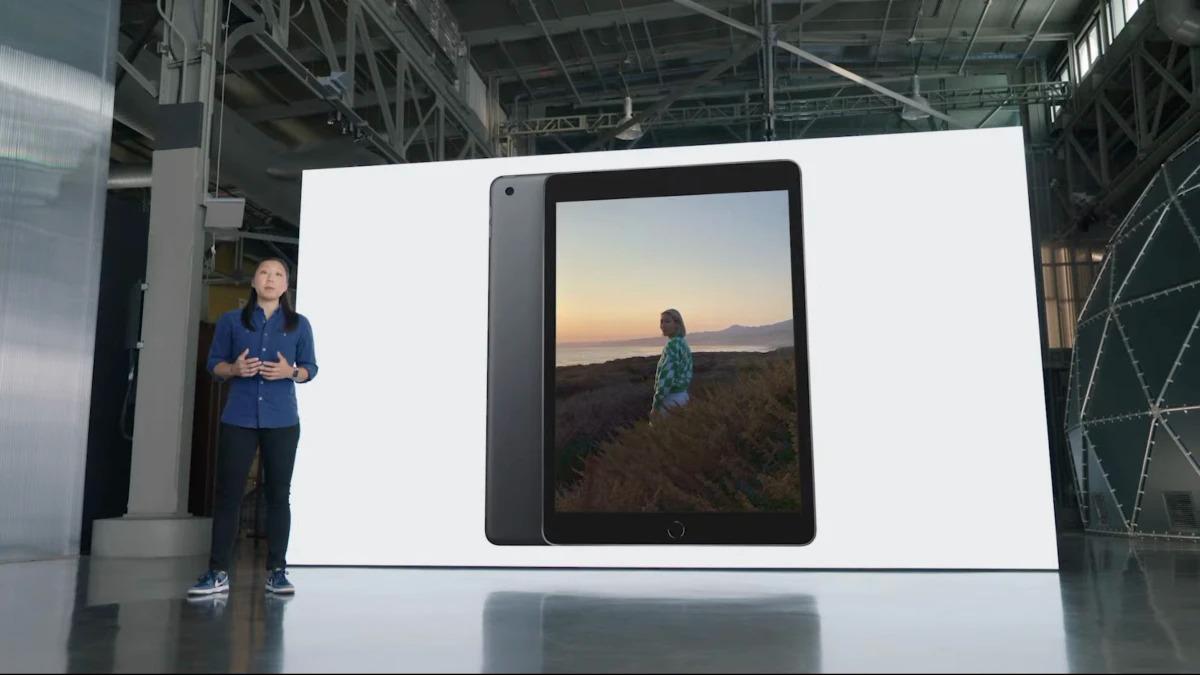 iPad thế hệ 9 không thay đổi về kiểu dáng. Ảnh: Phonearena