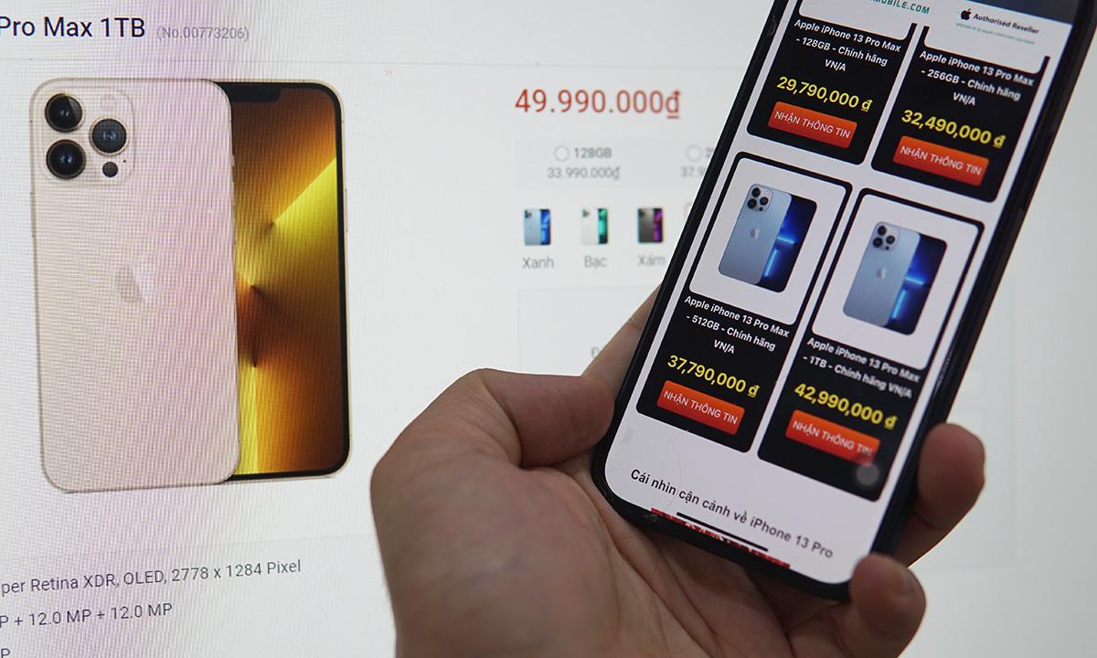Một cửa hàng rao giá 43 triệu đồng cho bản 1TB của iPhone 13 Pro Max, nhưng cũng có nơi để giá gần 50 triệu đồng. Ảnh: Lưu Quý