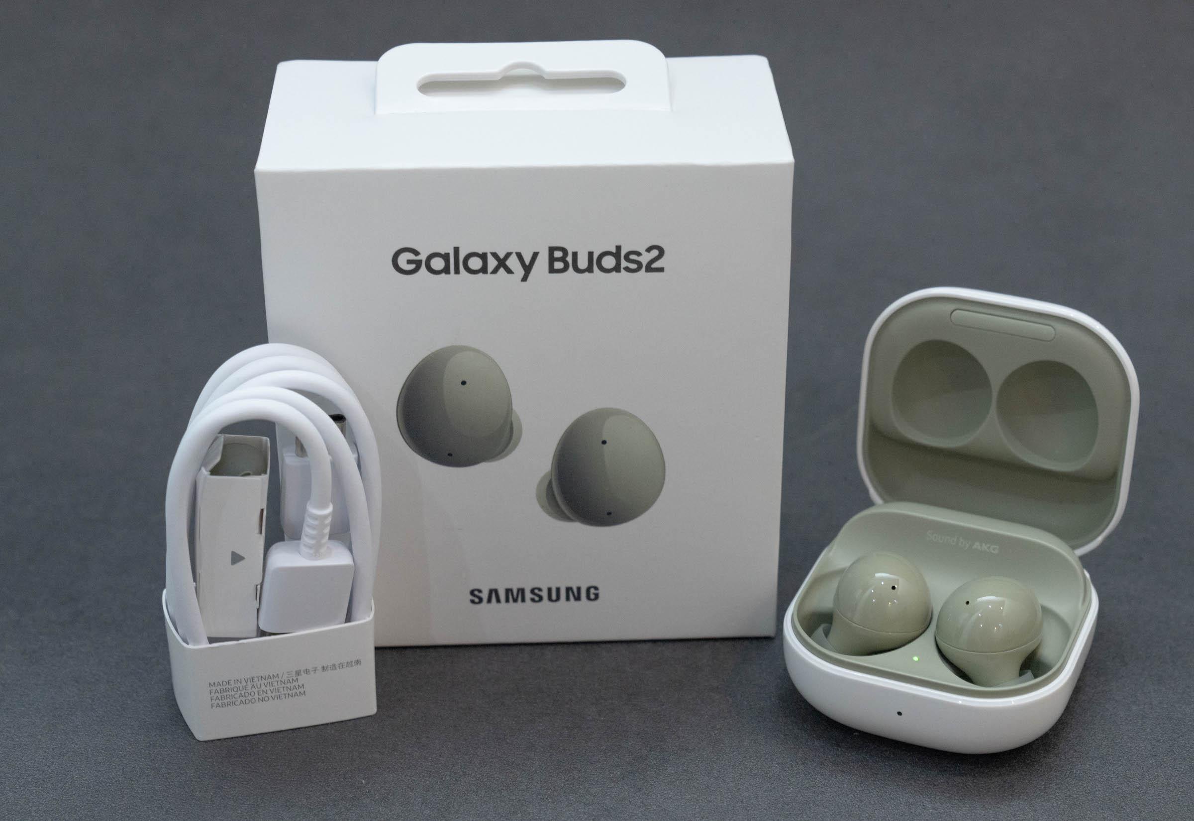 Galaxy Buds 2 với thiết kế nhỏ gọn cùng nhiều màu sắc trẻ trung. Ảnh: Huy Đức