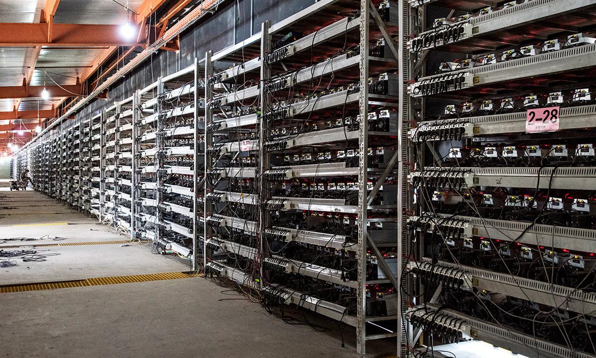 Bên trong một nhà máy đào Bitcoin ở Trung Quốc. Ảnh: IEEE