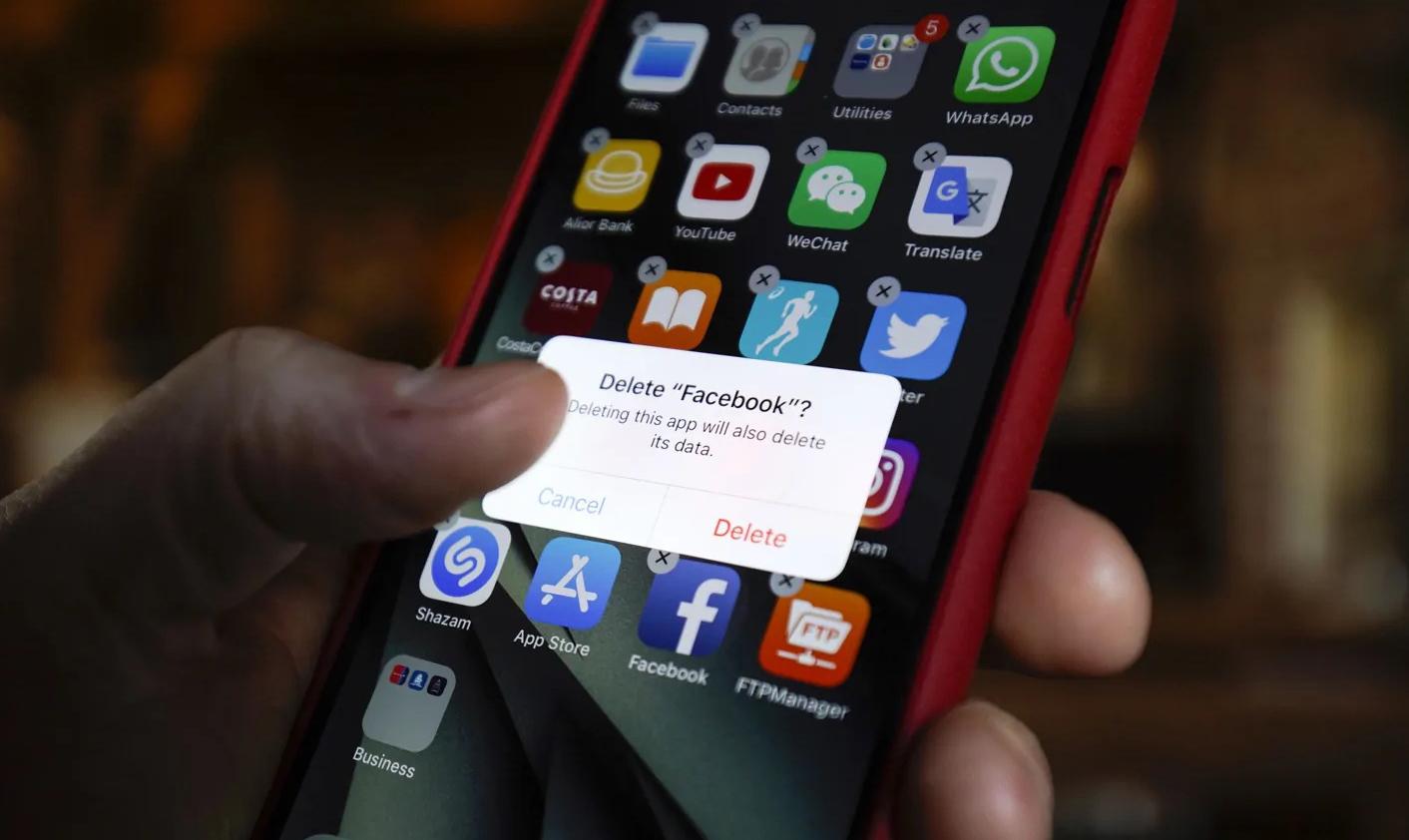 Apple đã dọa xóa ứng dụng Facebook sau khi nền tảng này không loại bỏ triệt để nội dung buôn người. Ảnh: Mashable