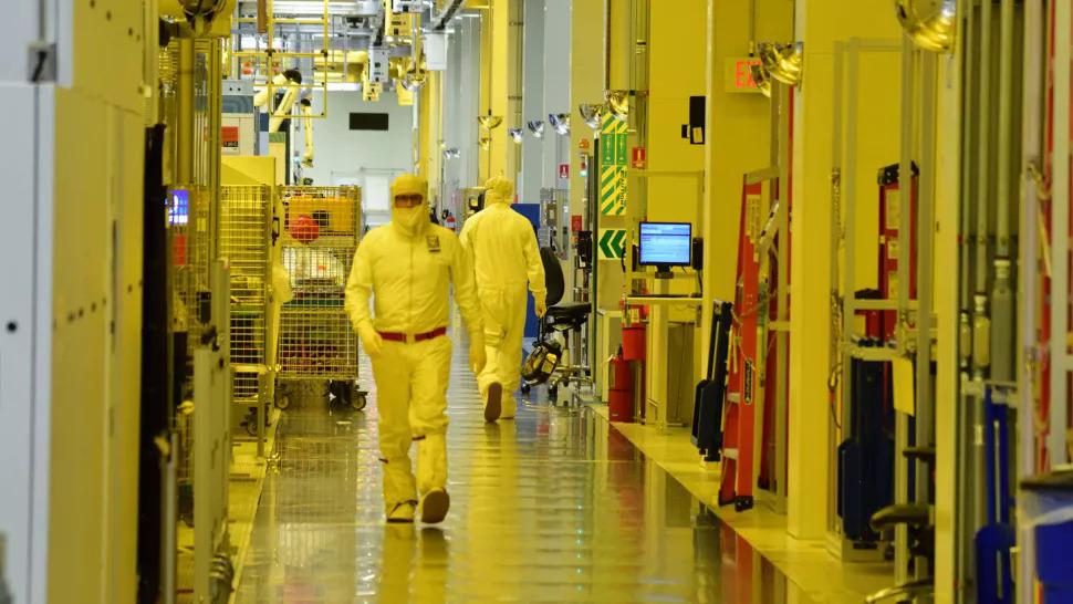 Nguồn cung chip bán dẫn có thể trở lại bình thường cuối năm nay và đầu năm sau. Ảnh: Intel