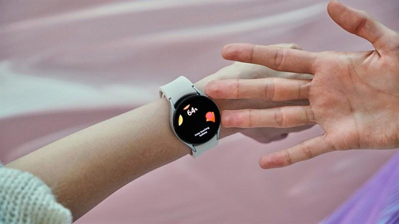 Nhờ tính năng BIA, người dùng có thể kiểm soát thể trạng hàng ngày chỉ với một chiếc smartwatch nhỏ gọn