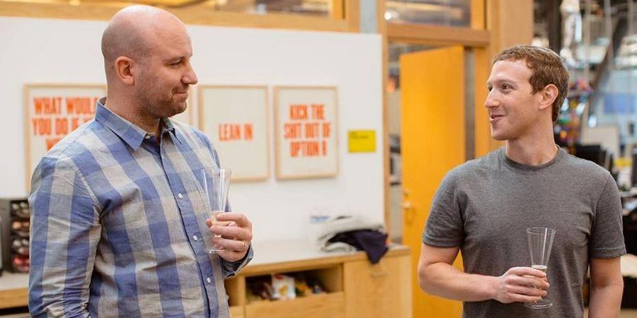 Andrew Bosworth (trái) và Mark Zuckerberg. Ảnh: Facebook