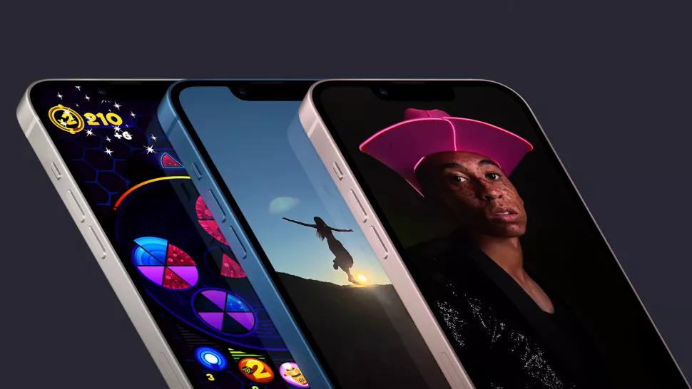 iPhone 13 vẫn giữ thiết kế tai thỏ.